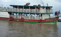 Barco Caçote Turismo em Centro